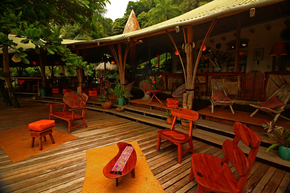 Rainforest_restaurant_costa_rica